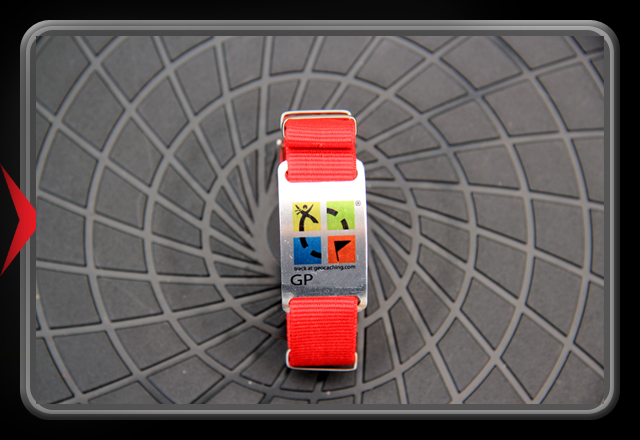 Trackable Bracelet - Man-with-flag in color